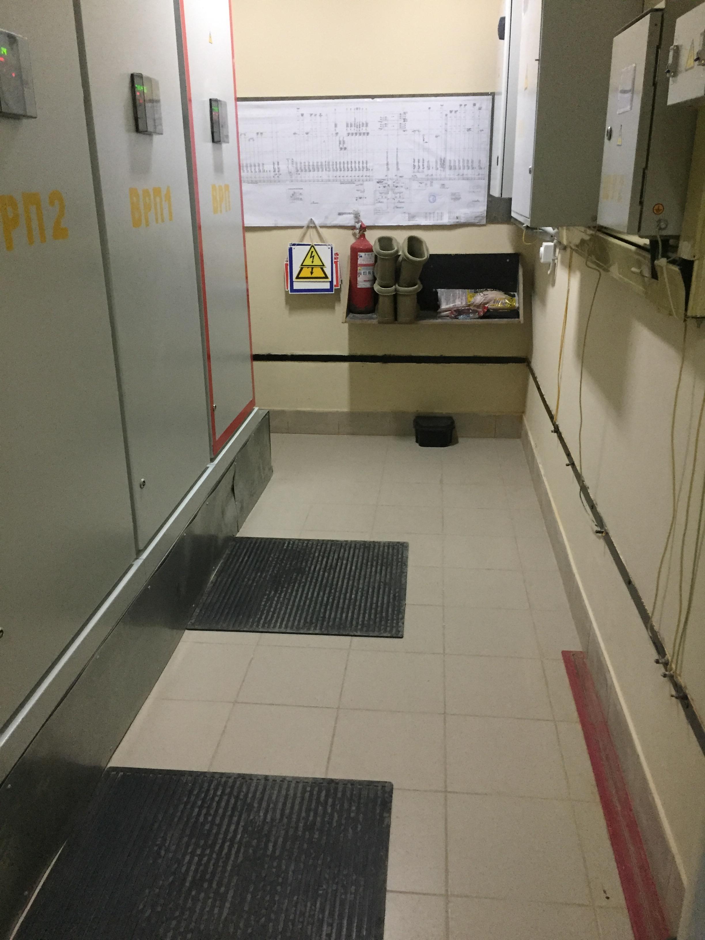Гидроизоляция в помещении электрощитовой черный полиуретановый лак